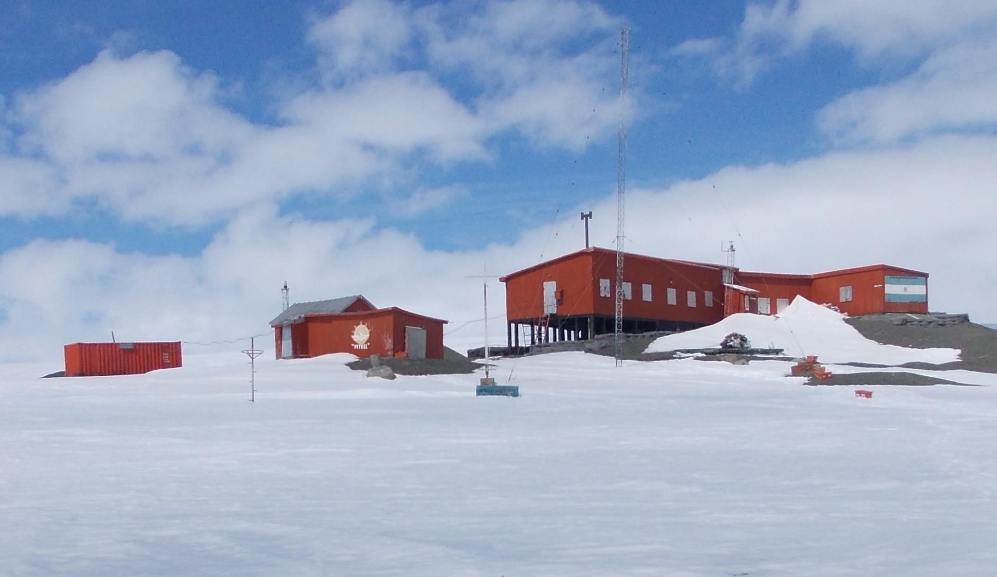 Resultado de imagen para base antártica Petrel